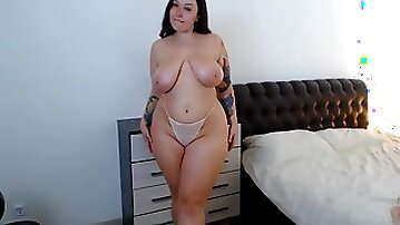 Curvy tattooed brunette with big ass & monster boobs in homemade solo