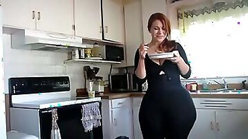 Super hot webcam charmer must be proud of her gigantic booty