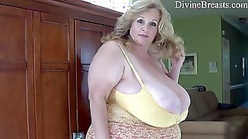 Obese mature mom with fat ass and giant jugs Suzie - Solo