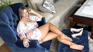 Hot sexy GILF foot fetish video