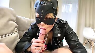 Yasmibutt In The Chain The Leather & The Black Mask With A Slutty Mouth : A Catwoman Sucks Off Her Masters Cock