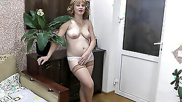 Pussy tonguing climax. pumping out Squirt. Wet. Tongue in pussy. Mommy cunt