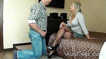 Foot fetish in nylons