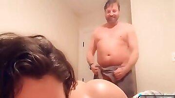 GF surprises her boyfriend offering her virgin asshole