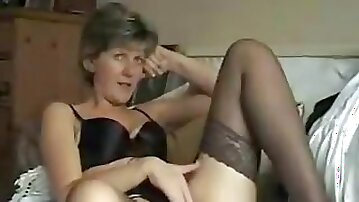 Mature lady slowly stripped her clothes and touched herself