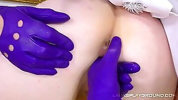 MILF eating hot babe with gloves