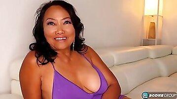 Asian GILF hardcore porn movie