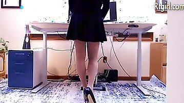 High heels tranny in blue dress stroking her dick on webcam