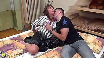 British woman, Pandora is spreading her legs wide open for a guy who likes her slit