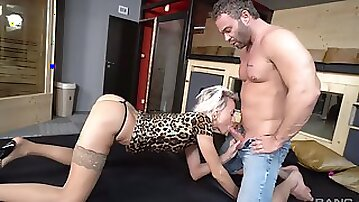 Blonde babe with skinny ass, insane throating methods