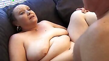 Fatty on his couch fucked in her mature pussy