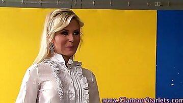 Glamour babe gets wam