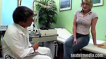 Mature doctor and milf started to fuck
