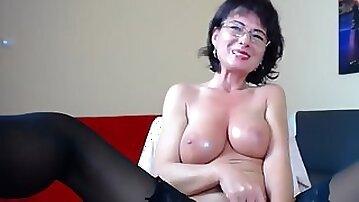 Sexy Mature Woman With Nice Tits Masturbating On Webcam