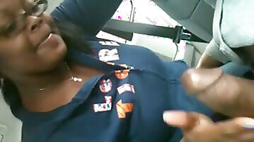 Mature black colleague giving me a nice quick blowjob in the car