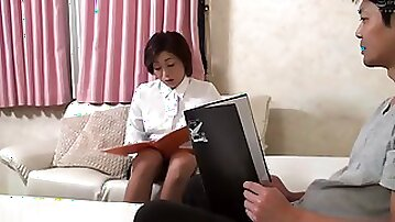 MOKO031 Tight Skirt X Thigh Erotic If You Show Your Erection To An Aunt Who Is Working, She Will Estrus And Hold You! ??