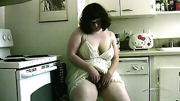Amateur BBW Bianca fingering her hairy pussy