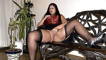 Huge chick prefers banging her favorite dildo