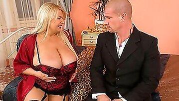 Good-looking blonde chick Samantha Sanders is enjoying intensive penetration
