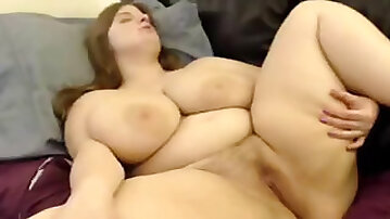 Huge boobs having an orgasm on webcam