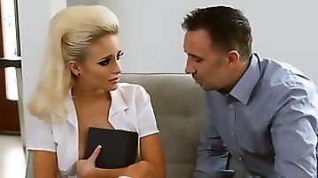 Stepdaddy knows how to make his stepdaughter scream with pleasure