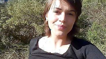 French Brunette Flash outside in Forest - Francaise Sexhib Dans Les Bois Vic Alouqua 1080p